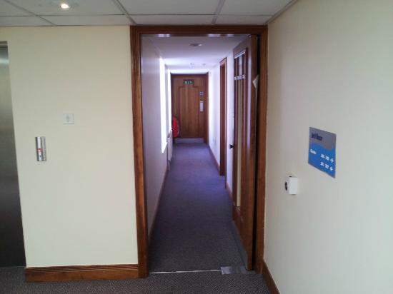 Travelodge Derry: hallway