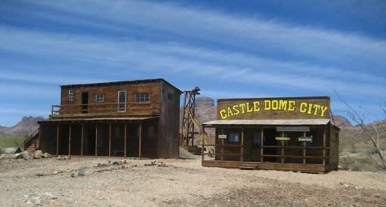 Castle Dome Mines Museum & Ghost Town: Look at the scenery behind those buildings.