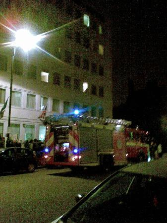 Ambassadors Hotel: Пожарная тревога ночью с 4 на 5 мая 2012г.