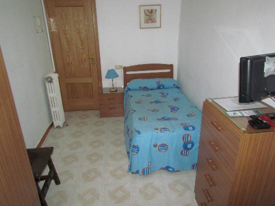 Hostal Mirentxu: single budget room