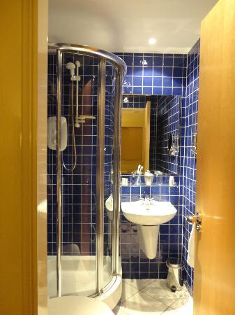 هوليرود أبارتهوتل: Baño de la habitacion suite