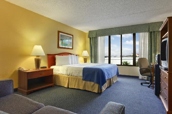 Ramada Lakeland: Room Photo