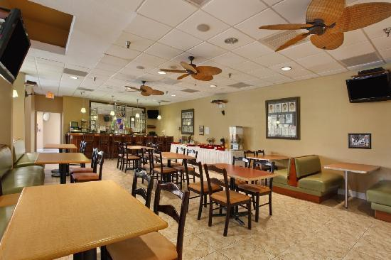 Ramada Lakeland : Restaurant Photo