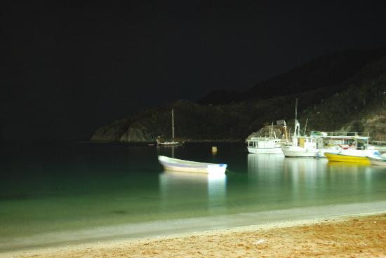 Bahia Taganga Hotel: Taganga Bay at night