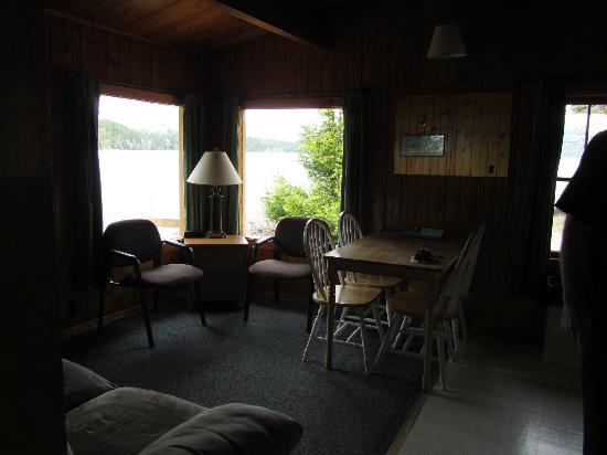 Apgar Village Lodge: Living/Dining Room