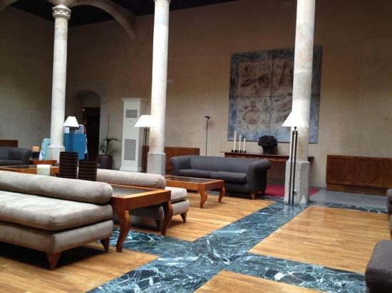 NH Salamanca Palacio de Castellanos: lobby