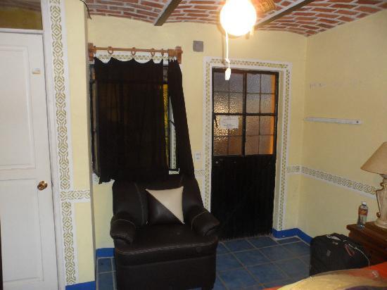 Hotel La Estancia: puerta de aluminio,