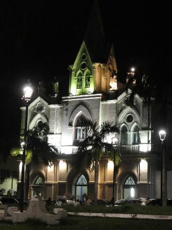 Nossa Senhora dos Remedios Church : Igreja vista da praça