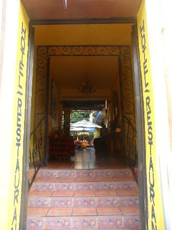 Hotel La Estancia: Entrada