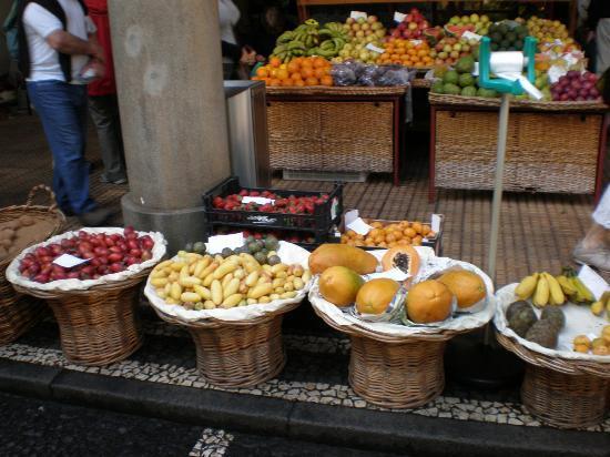 Mercado dos Lavradores: Montra de fruta no Mercado