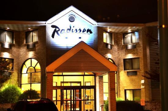 DoubleTree by Hilton Racine Harbourwalk: Entrance of the hotel
