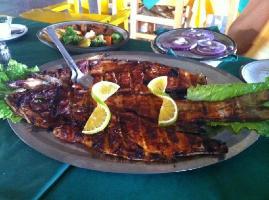 Mariscos Tino´s- La Laguna: El famoso Pescado Sarandeado, debes probarlo!