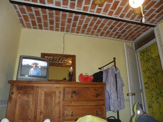 Hotel La Estancia: Tele con muchos canales en ingles