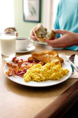 Country Inn & Suites By Carlson, Gurnee: Be Our Guest Breakfast