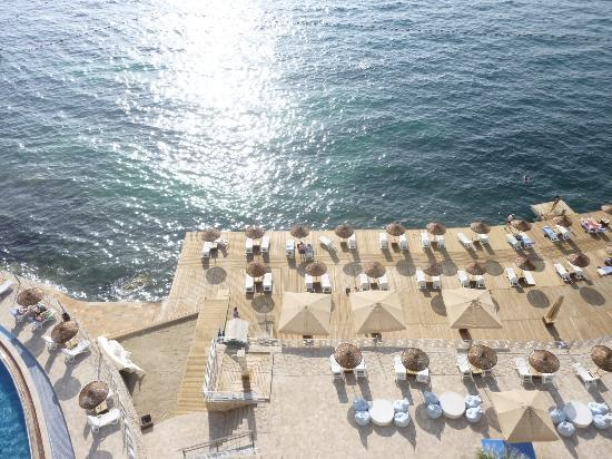 Charisma De Luxe Hotel: Sun Loungers on the decking