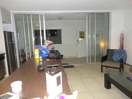 Paradiso Resort Kingscliff : Looking from Kitchen area to entry