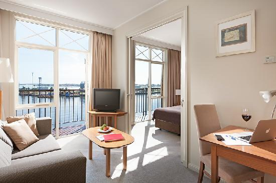 Crowne Plaza Newcastle: One bedroom Harbour View Suite