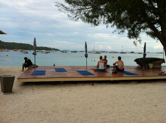 Keiritas Yoga: Keira's yoga spot on Mama Beach...paradise!