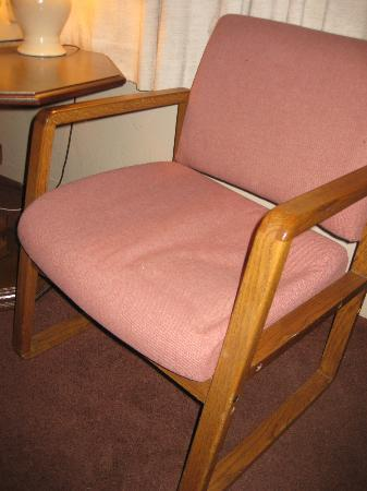 Lighthouse Inn Florence: broken down chair unable to sit in