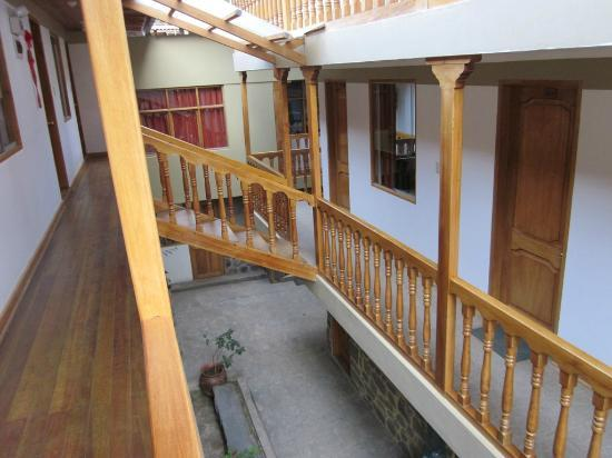 Tikawasi Valley Hotel: The stairs to our room