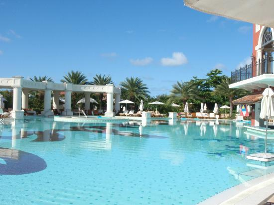 Sandals Grande Antigua Resort & Spa: Main Pool very early in the morning