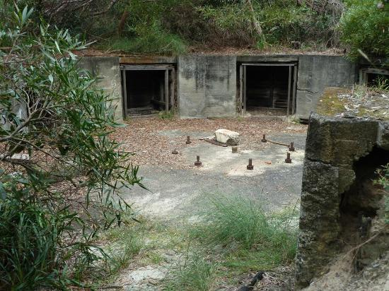 North Head Sanctuary: Gun battlement area - a remnant from world war 2
