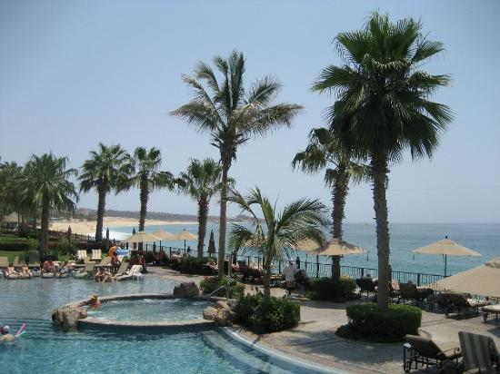 Villa del Arco Beach Resort & Spa Cabo San Lucas: Eating on the Pirate Ship which is in the pool