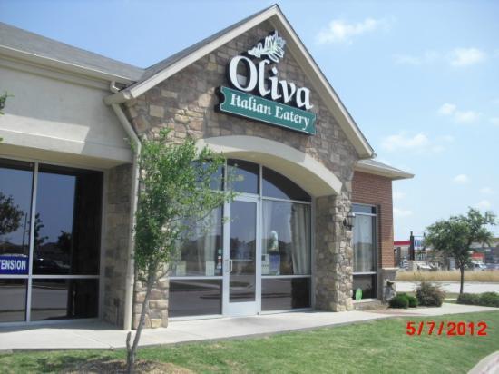 Oliva Italian Eatery: Front of Restaurant
