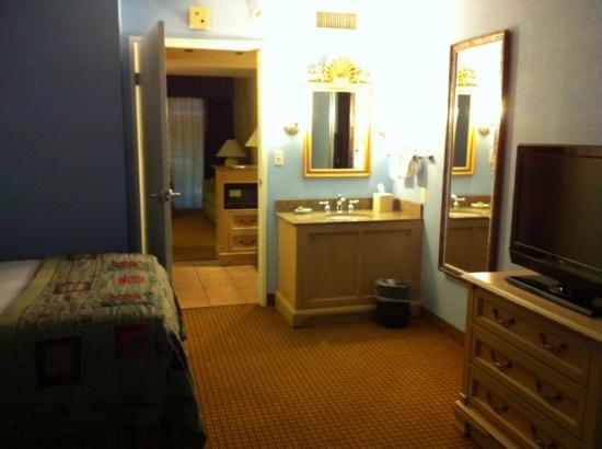 Embassy Suites By Hilton Orlando Lake Buena Vista Resort: room with a sink!