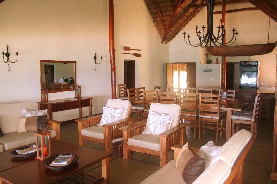 Morrungulo Bay: Beach House - Living area