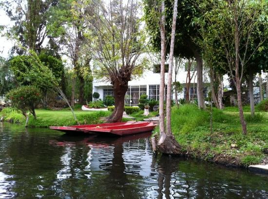 Poling The Canoe Back Home Picture Of Floating Gardens Of Xochimilco Mexico City Tripadvisor