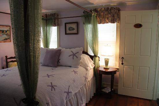 The 1750 Inn at Sandwich Center : Our room!