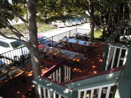 Summerland Beach Cafe: Outdoor Patio seating under the trees
