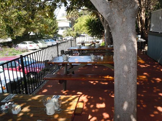 Summerland Beach Cafe: Outdoor patio seating