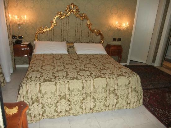 Al Ponte Antico Hotel: Room 107