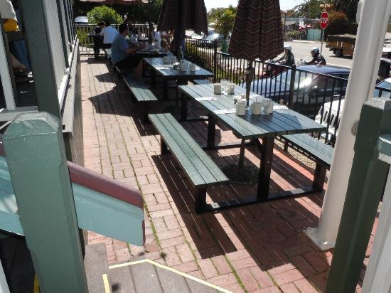 Summerland Beach Cafe: Front patio seating