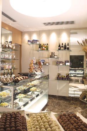 New World Manila Bay Hotel : Pastry Boutique