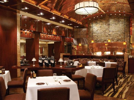 New World Manila Bay Hotel : The Fireplace