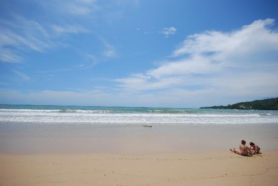 Kamala Beach: Long stretch of beautiful sand