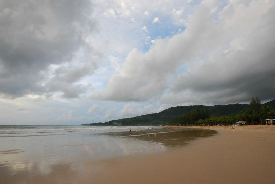 Kamala Beach: At low tide