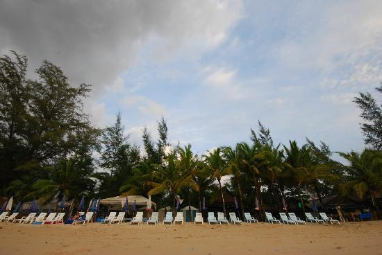 Kamala Beach: Beach chairs: cushions for rent at 150b for two