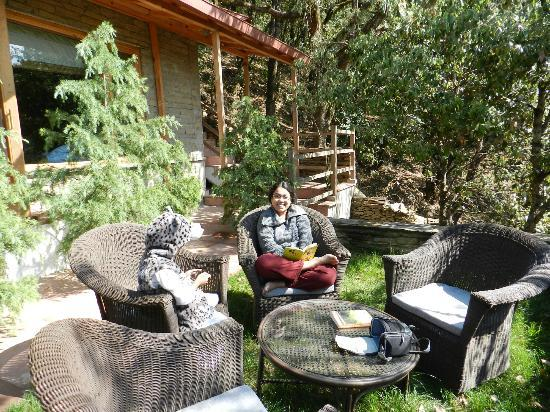 Binsar, Indien: Outside the Rhododendron Cottages