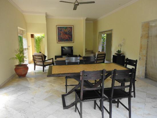 Villa Diana Bali: Dining Area attached to the Villa