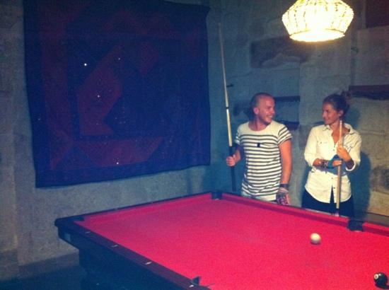 Gumus (Silver) Cave Hotel: playing pool