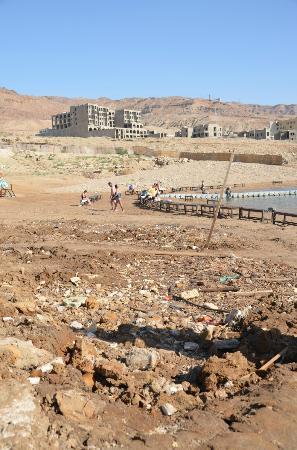 Sweimah, Jordanië: Hotelstrand, Müll