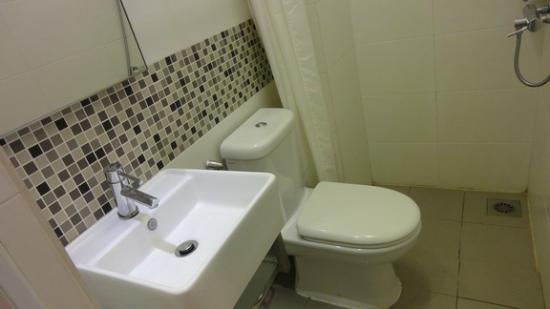 hangout@jonker: Clean & tidy bathroom