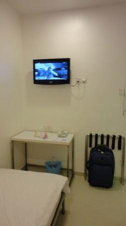 hangout@jonker: LCD TV in the room