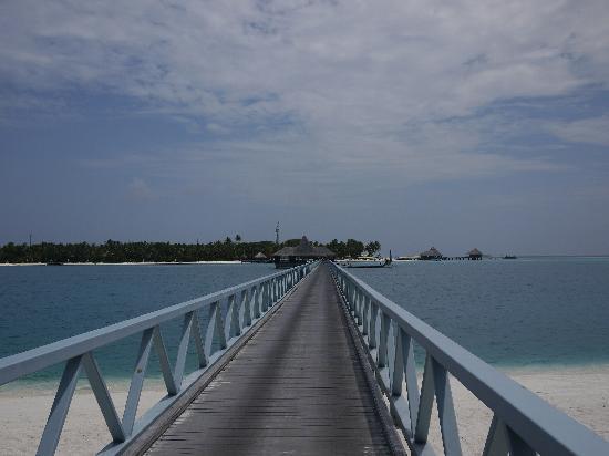 Conrad Maldives Rangali Island: footbridge
