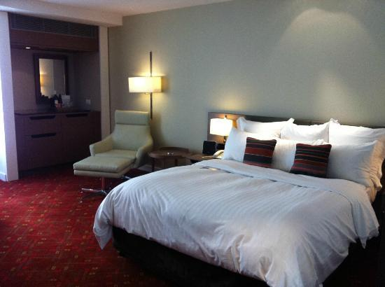 Melbourne Marriott Hotel: king bed