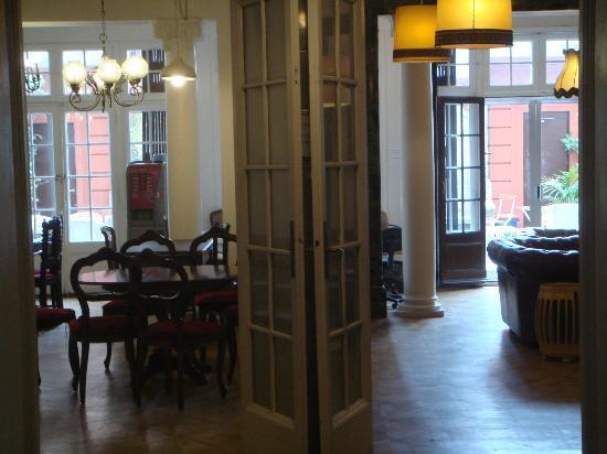 Casa Gracia Barcelona Hostel: Dining / sitting area
